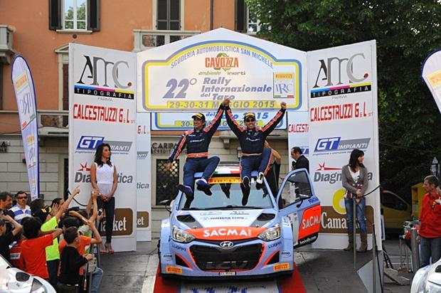 Fontana-podio-Taro-2015