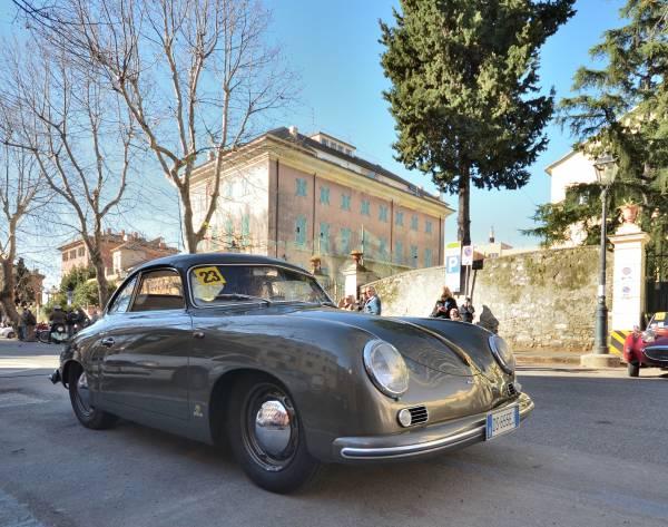 il vincitore Arturo Bottaro su Porsche 356
